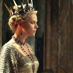 Charlize Theron como la reina de 'Blancanieves y la leyenda del cazador'