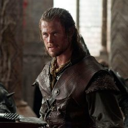 Chris Hemsworth como el cazador de 'Blancanieves y la leyenda del cazador'