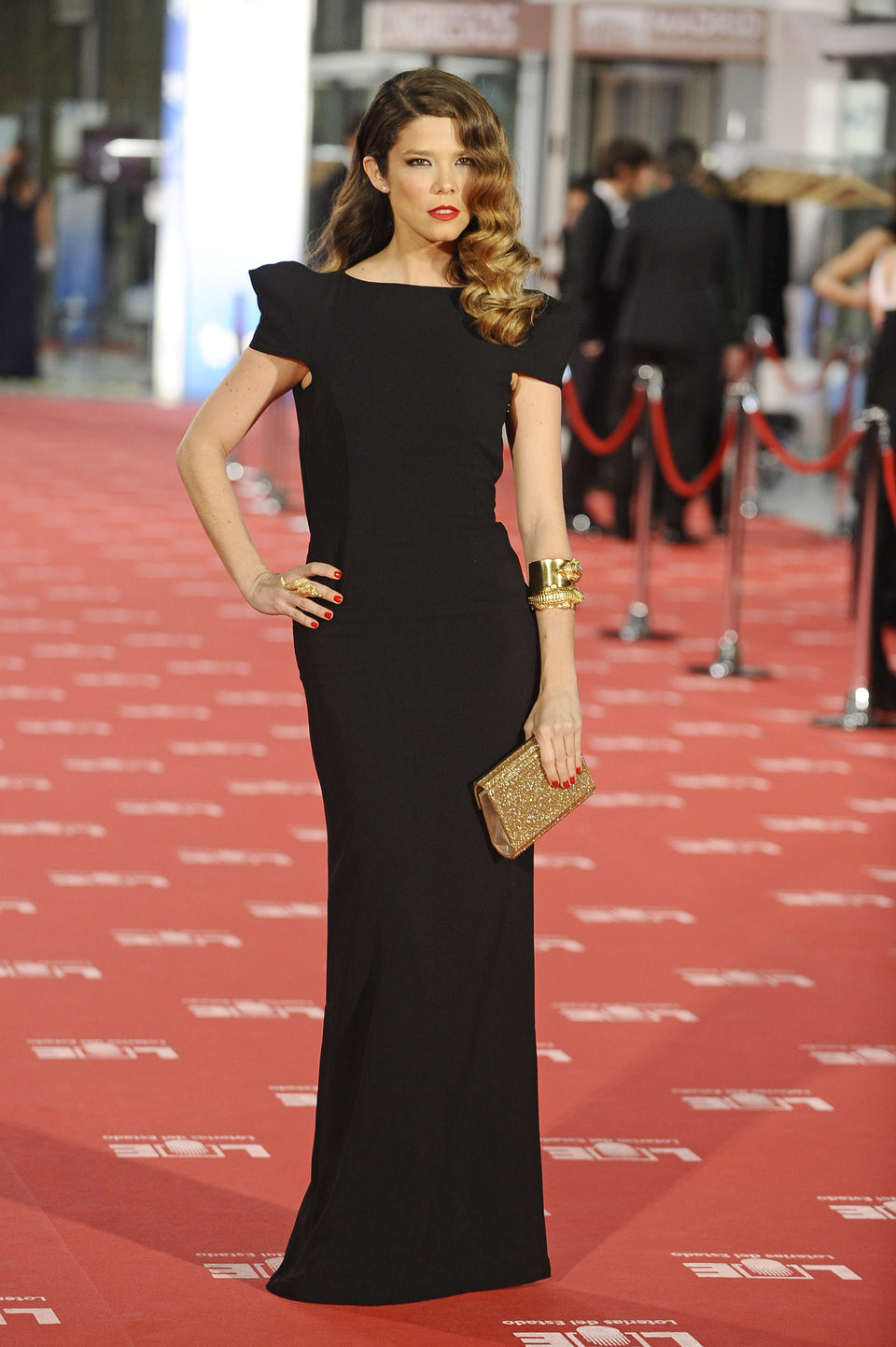 Juana Acosta posa en la alfombra roja de los Goya 2012