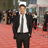 Francis Lorenzo posa en la alfombra roja de los Goya 2012