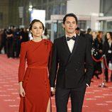 Leonor Watling y Paco León posan juntos en los Goya 2012