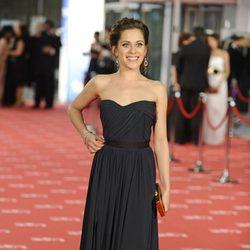 María León posa en la alfombra roja de los Goya 2012