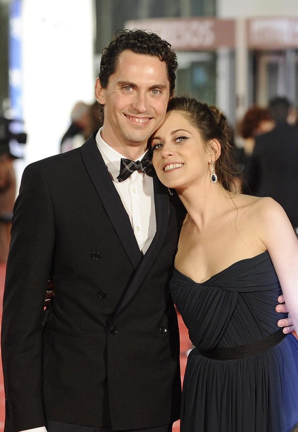 Paco León y María León posan juntos en la alfombra roja de los premios Goya 2012