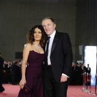 Salma Hayek y su marido en los Goya 2012