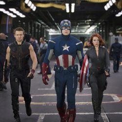 Ojo de Halcón, Capitán América y Viuda Negra en 'Los Vengadores'