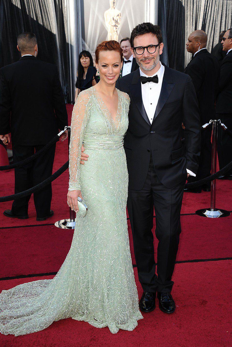 Bérénice Bejo y Michel Hazanavicius en la alfombra roja de los Oscar 2012