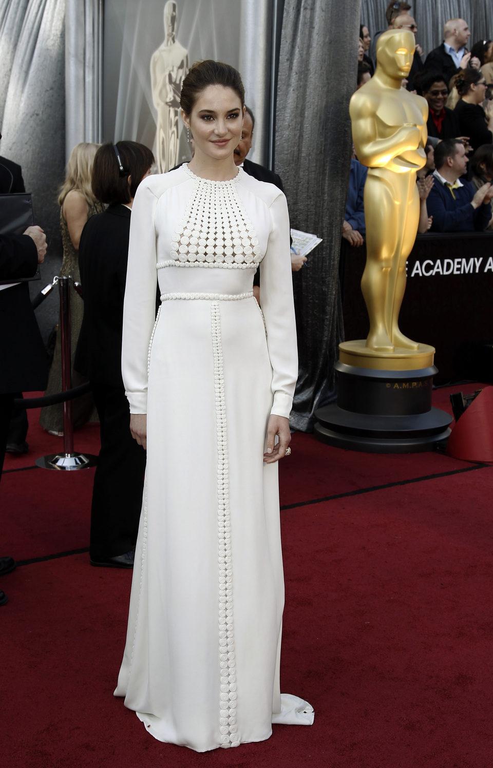 Shailene Woodley en la alfombra roja de los Oscar 2012