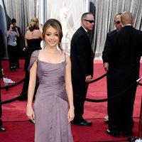 Sarah Hyland en la alfombra roja de los Oscar 2012