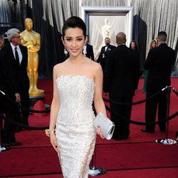 Bingbing Li en la alfombra roja de los Oscar 2012