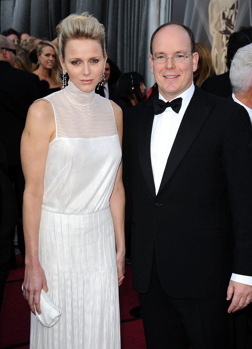 Charlene Wittstock y el príncipe Alberto de Mónaco en la alfombra roja de los Oscar 2012