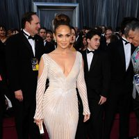 Jennifer Lopez en la alfombra roja de los Oscar 2012