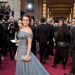 Penélope Cruz posa en la alfombra roja de los Oscar 2012