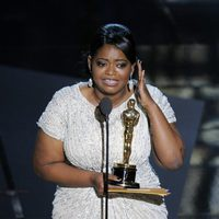 Octavia Spencer recibe un Oscar 2012