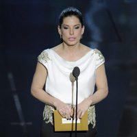 Sandra Bullock presenta un Oscar 2012