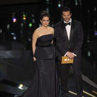 Tina Fey y Bradley Cooper presentan un Oscar 2012