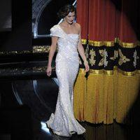 Milla Jovovich en el escenario de los Oscar 2012