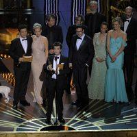 El equipo de 'The Artist' recoge el Oscar 2012