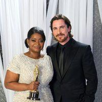 Octavia Spencer, Oscar a la mejor actriz de reparto, y Christian Bale