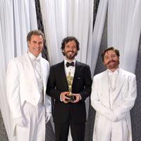 Bret McKenzie, ganador del Oscar a la mejor canción, con Will Ferrell y Zach Galifianakis