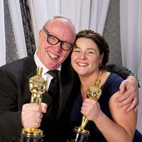 Terry George y Oorlagh George, ganadores del Oscar 2012 al mejor cortometraje por 'The shore'