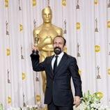 Asghar Farhadi, ganador del Oscar 2012 a la mejor película de habla no inglesa por 'Nader y Simin, una separación', posa ante la prensa