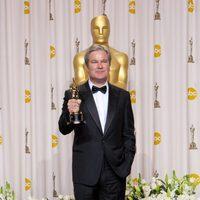 Gore Verbinsky con el Oscar a la mejor película animada por 'Rango'
