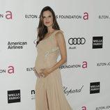 Alessandra Ambrosio en la fiesta de Elton John tras los Oscar 2012