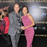 Woody Harrelson y Laura Louie en la premiére mundial de 'Los Juegos del Hambre'