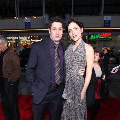 Jason Biggs y Jenny Mollen en la premiére de 'American Pie: El reencuentro'