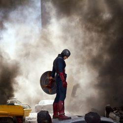 Capitán América baja la cabeza en 'Los Vengadores'