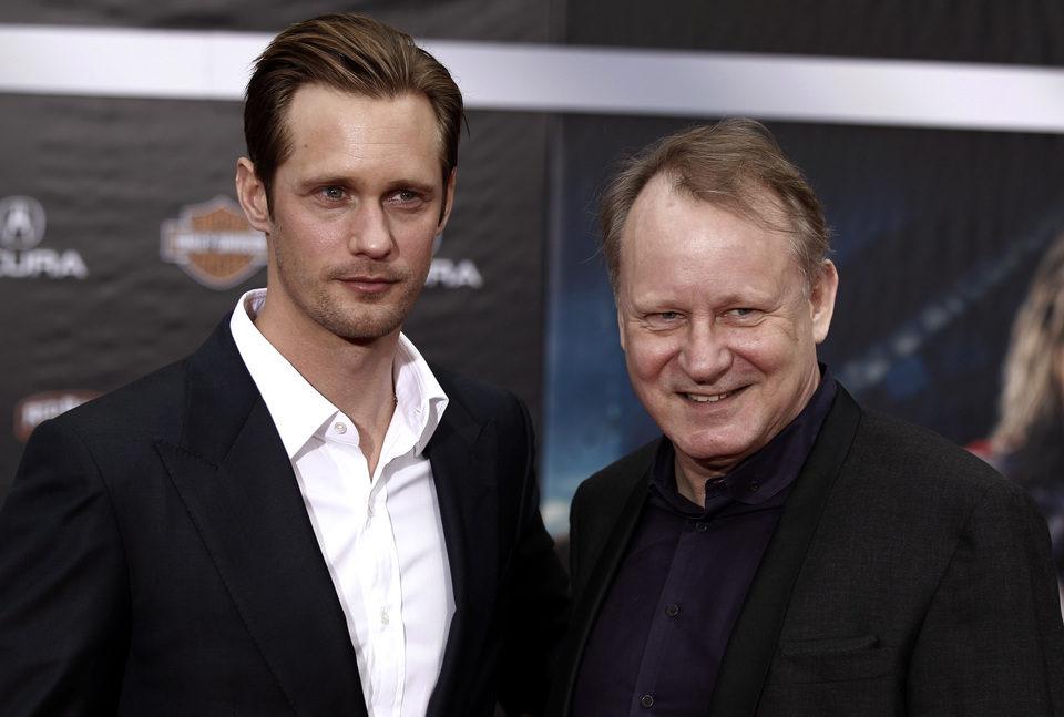 Alexander Skarsgard y Stellan Skarsgard en la premiére mundial de 'Los Vengadores'