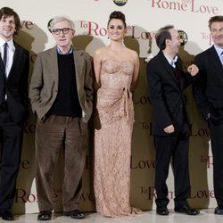 Woody Allen y los protagonistas de 'To Rome with Love' en la premiére italiana
