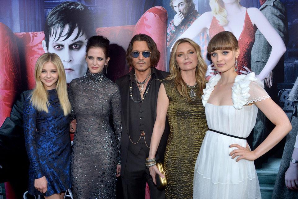 Chloe Moretz, Eva Green, Johnny Depp, Michelle Pfeiffer y Bella Heathcote en la premiére de 'Sombras tenebrosas' en Los Angeles