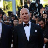 Edward Norton y Bruce Willis en la inauguración del Festival de Cannes 2012