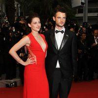 Kristen Stewart y Tom Sturridge en el Festival de Cannes 2012