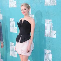 Emma Stone en la alfombra roja de los MTV Movie Awards 2012