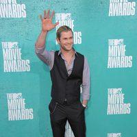 Chris Hemsworth en la alfombra roja de los MTV Movie Awards 2012