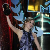 Emma Watson recoge el premio al mejor reparto en los MTV Movie Awards 2012