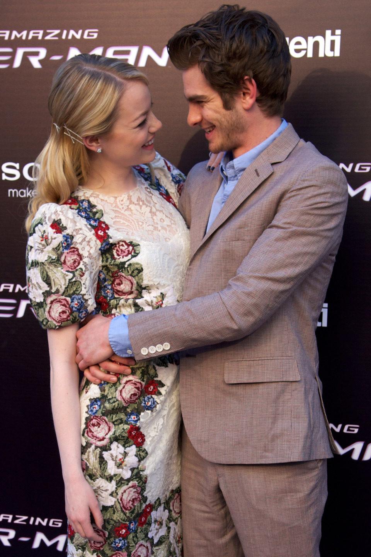 Emma Stone y Andrew Garfield muy juntos en la premiére de 'The Amazing Spider-Man' en Madrid