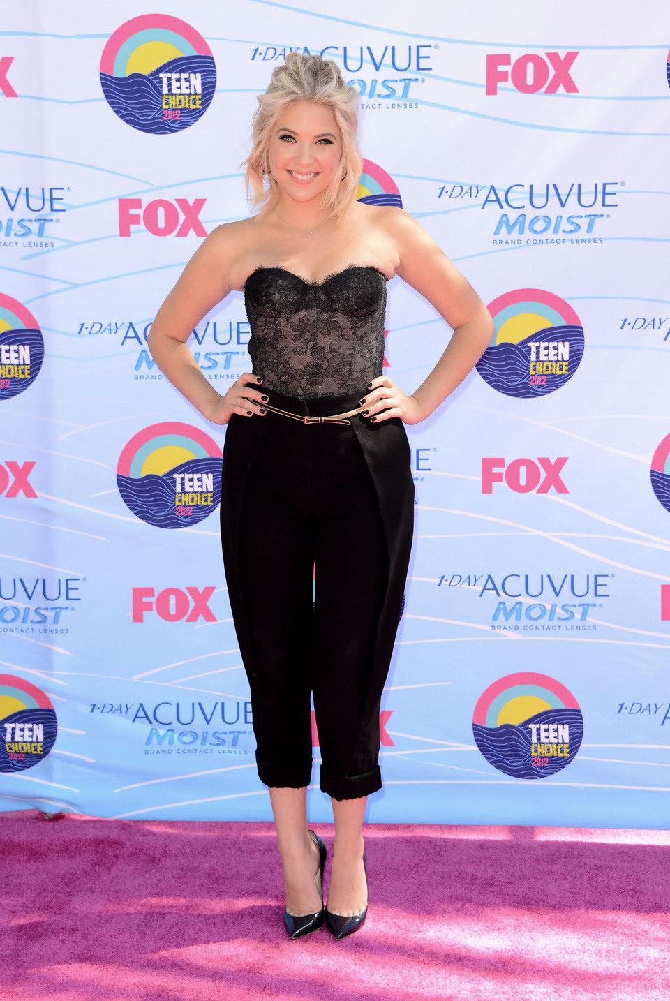 Ashley Benson en los Teen Choice Awards 2012
