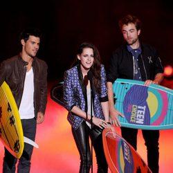 Taylor Lautner, Kristen Stewart y Robert Pattinson en los Teen Choice Awards 2012
