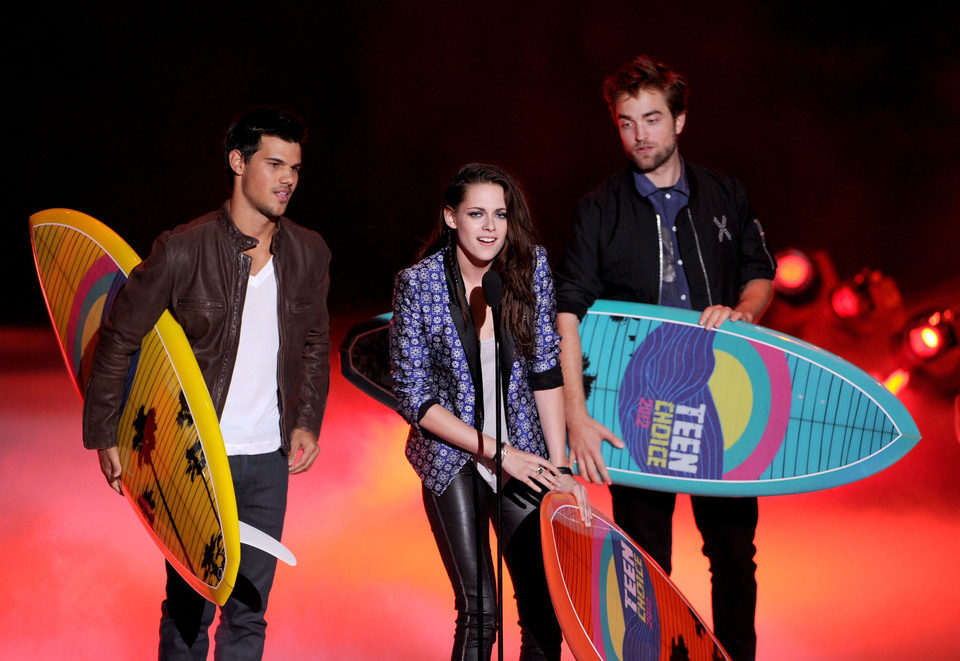 Taylor Lautner, Kristen Stewart y Robert Pattinson en los Teen Choice Awards 2012