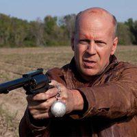 Bruce Willis apunta una pistola en 'Looper'
