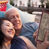 Bruce Willis sonríe en 'Looper'