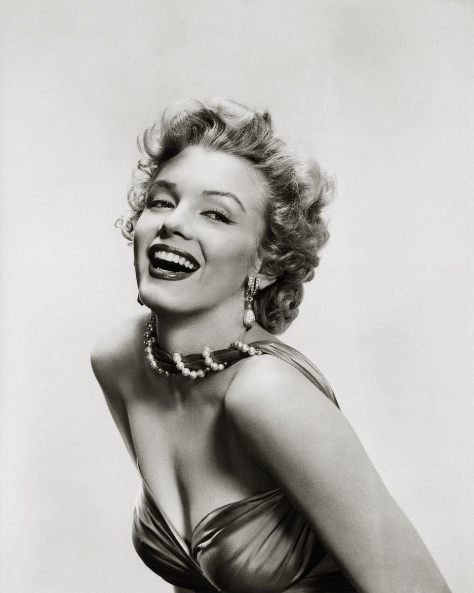 Marilyn Monroe posa sonriente