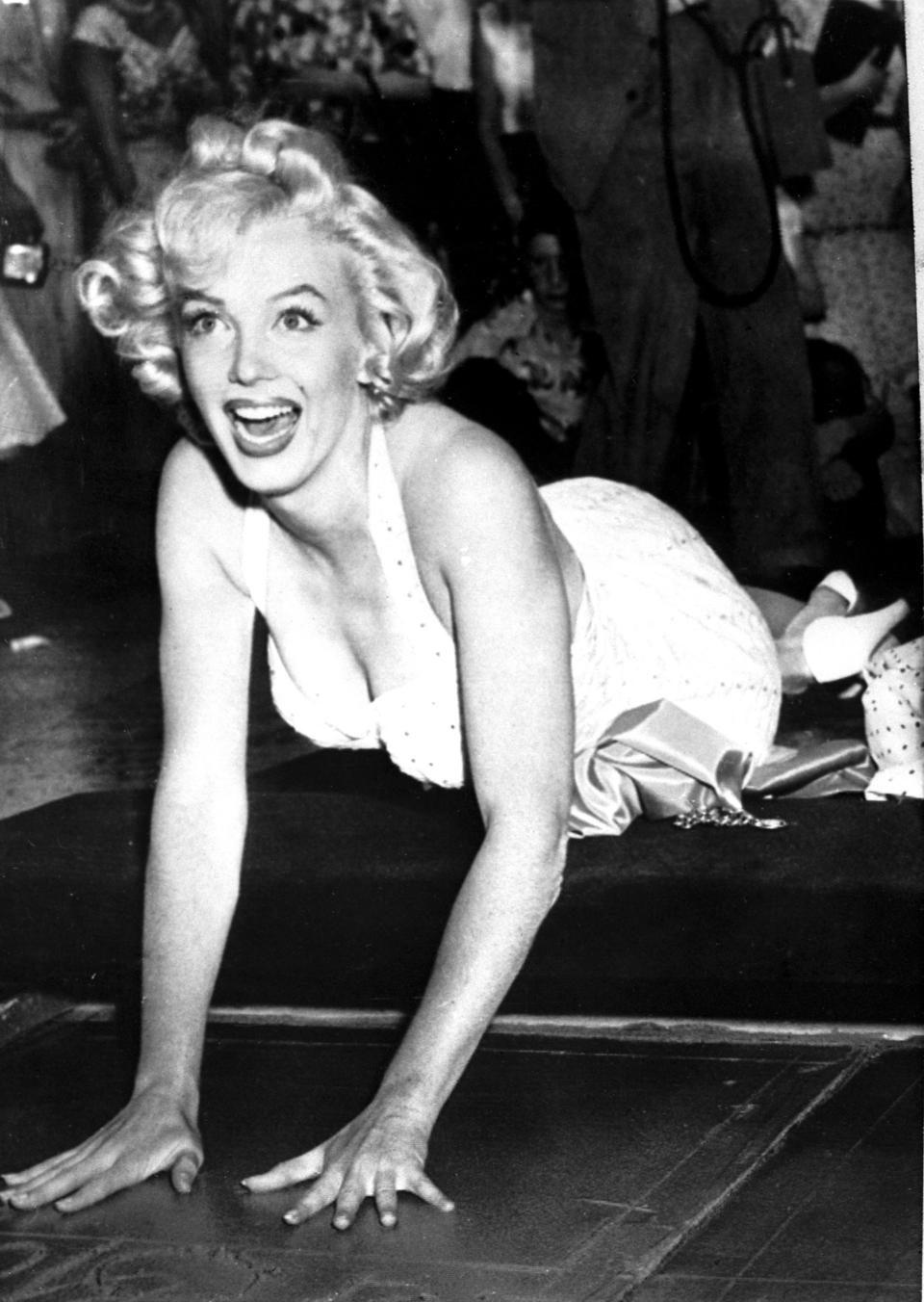 Marilyn Monroe deja sus huellas en Hollywood
