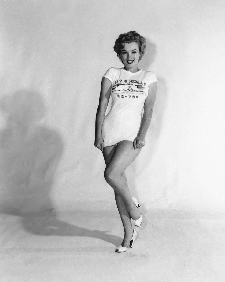 Marilyn Monroe con una camiseta del USS Henley