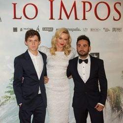 Tom Holland, Naomi Watts y Juan Antonio Bayona en la premiére de 'Lo imposible'