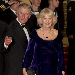 El príncipe Carlos de Inglaterra y Camilla Parker Bowles en la premiere mundial de 'Skyfall'