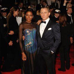 Naomie Harris y Daniel Craig en la premiere mundial de 'Skyfall' en Londres